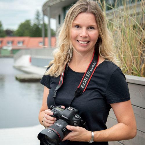 businessfotostudio-behindthescenes-susanne-mit-kamera